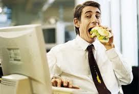 Consumi: in pausa-pranzo gli italiani scelgono panino e minerale