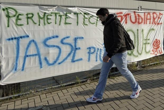 Università Federico II di Napoli: gli studenti in lotta contro l'aumento delle tasse