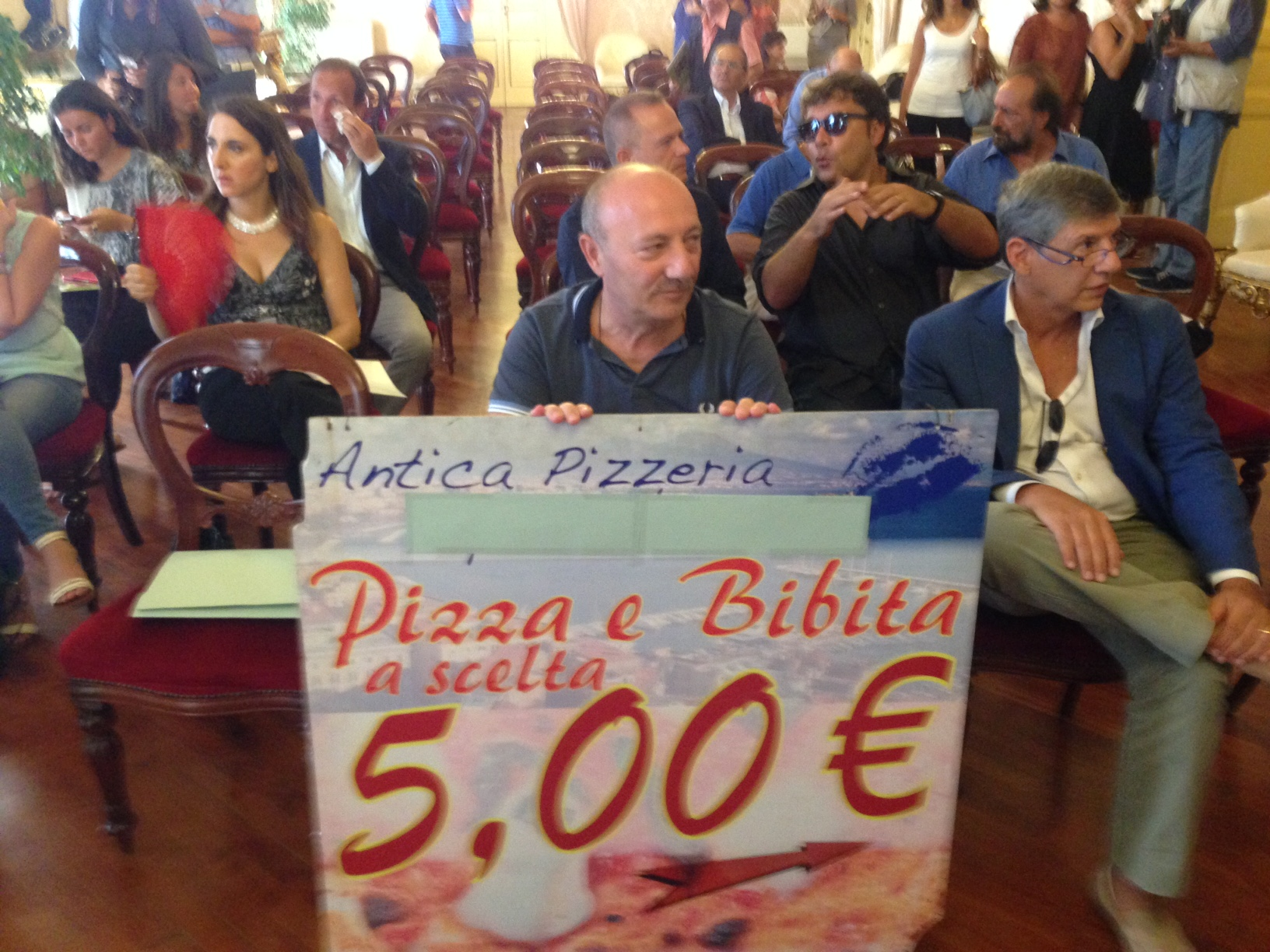 Napoli Pizza Village, contestata la conferenza stampa