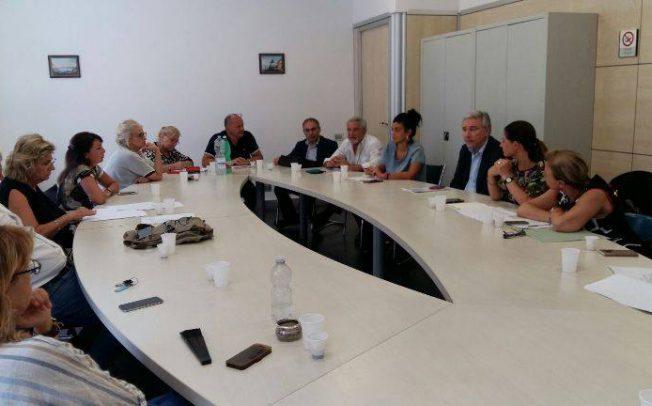Napoli, assistenza alunni disabili, lavoro solo per 30 operatori. Il capogruppo Dema lascia la riunione per protesta