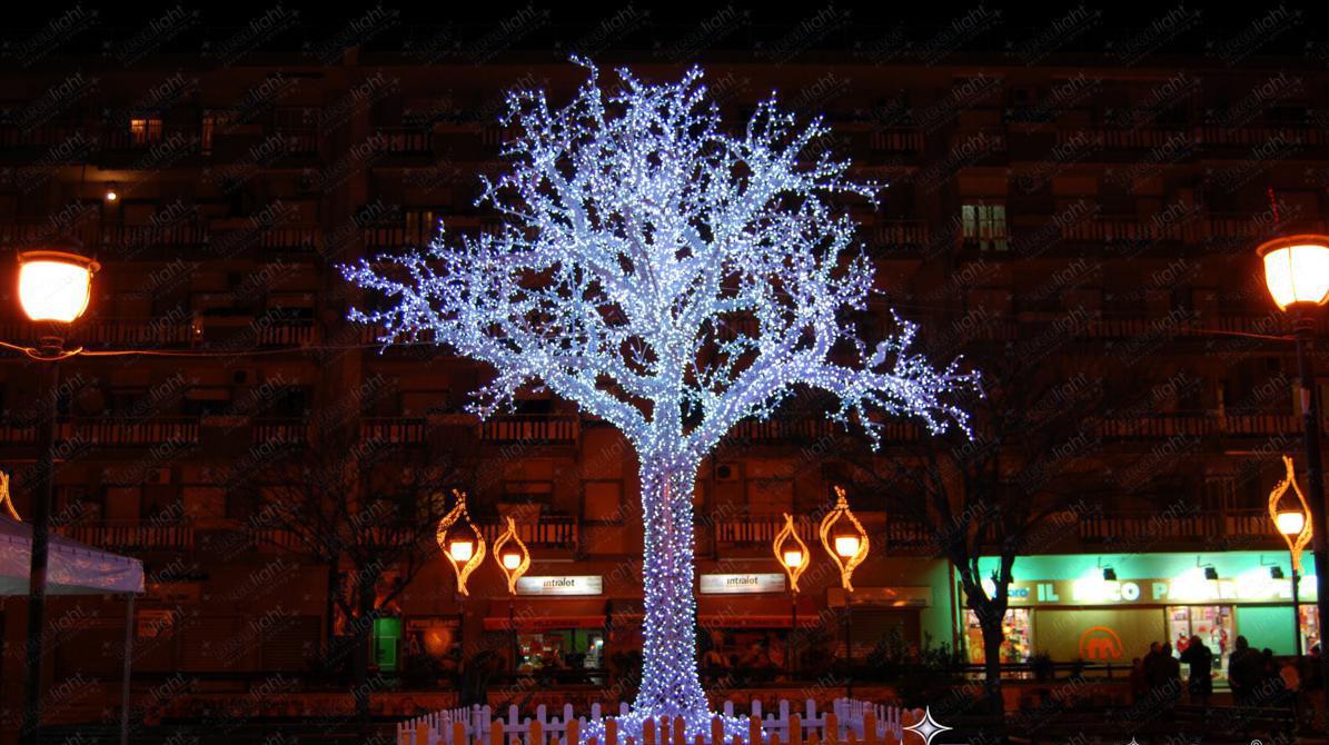 Il sindaco di Napoli: le luminarie natalizie anche nei quartieri periferici