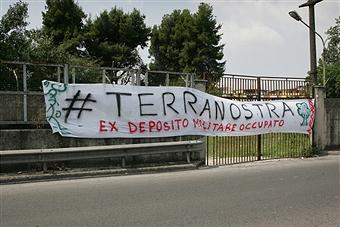 """Casoria, una bella iniziativa criminalizzata. Indagati sei attivisti di """"Terra Nostra""""."""